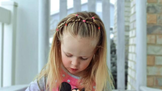 视频:漂亮的幼儿编发教程 小女孩发型视频