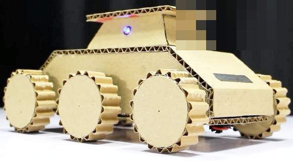 视频:手工大神用纸板制作装甲车遥控玩具