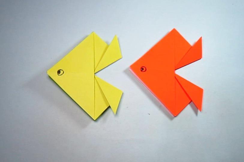 视频:儿童手工折纸小动物三角鱼,2分钟就能学会简单小金鱼的折法