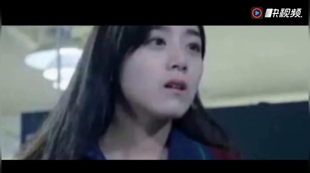 光皮股亲热视频_韩国电影《隔壁的女孩》亲热床吻戏