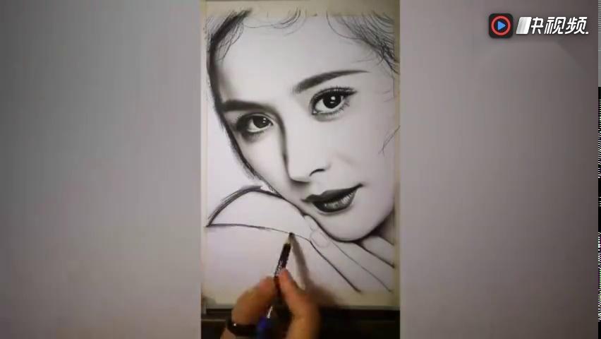 手绘素描迪丽热巴,杨幂,angelababy,周莹哪个更美一些?