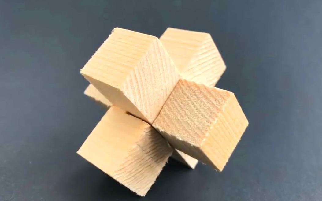 """手工创意diy,用3根木块制作""""十字扣""""的简单方法"""
