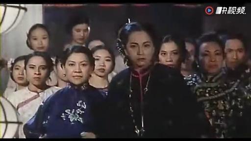 电影《九品芝麻官之片段包青天》(周星驰张敏吴孟达钟丽缇)白面七秀刷青蟹图片