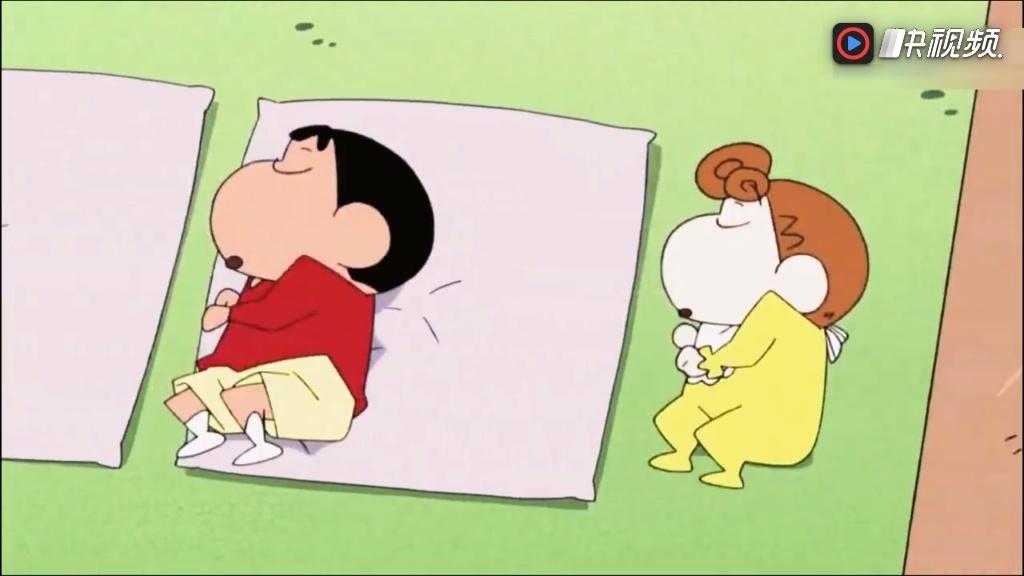 蜡笔小新: 小新小葵果然是兄妹, 睡觉时候的姿势都一模一样