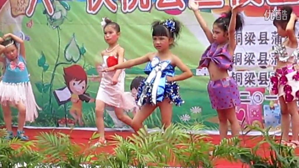 蒲吕幼儿园自制服装时装秀