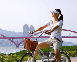 梦见骑自行车带老婆路不好吗