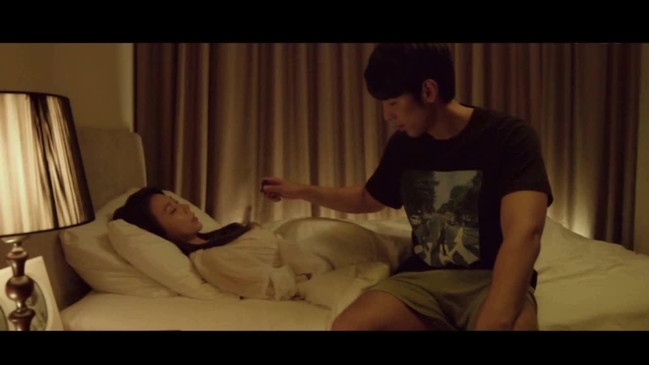 脱掉嫂子的胸罩_韩国电影《年轻的嫂子》好姐妹争抢男友 金莲 马小容