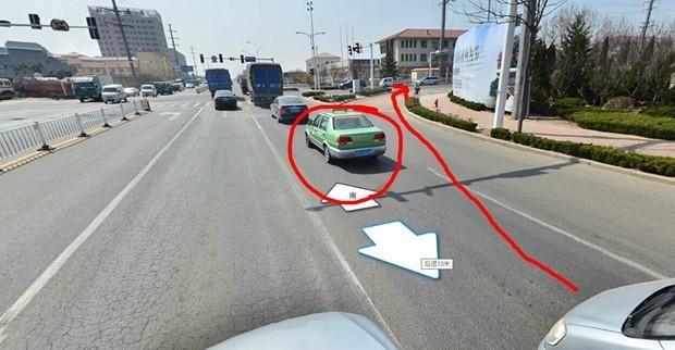 关于红绿灯路口直行车道车 挡住右转弯路压实线算不算