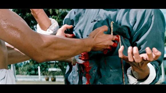 视频:李小龙单挑大boss,最后关头一招黑虎掏心,十指染血图片