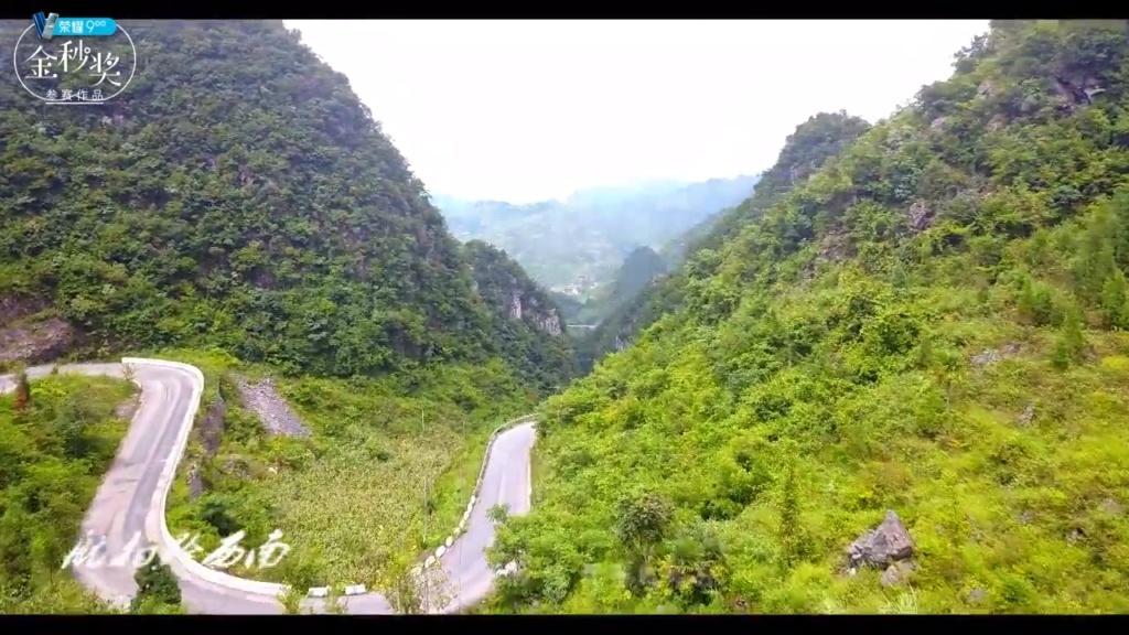 航拍贵州山区公路风景美如画,自驾游带女朋友就得走这样的路