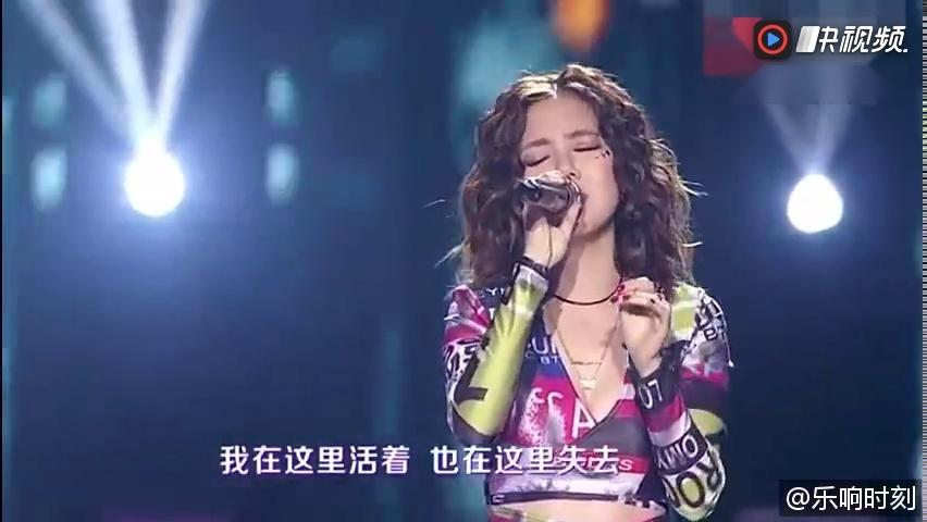 邓紫棋在跨年演唱会演唱汪峰《北京北京》歌唱得好,人漂亮身材又好图片
