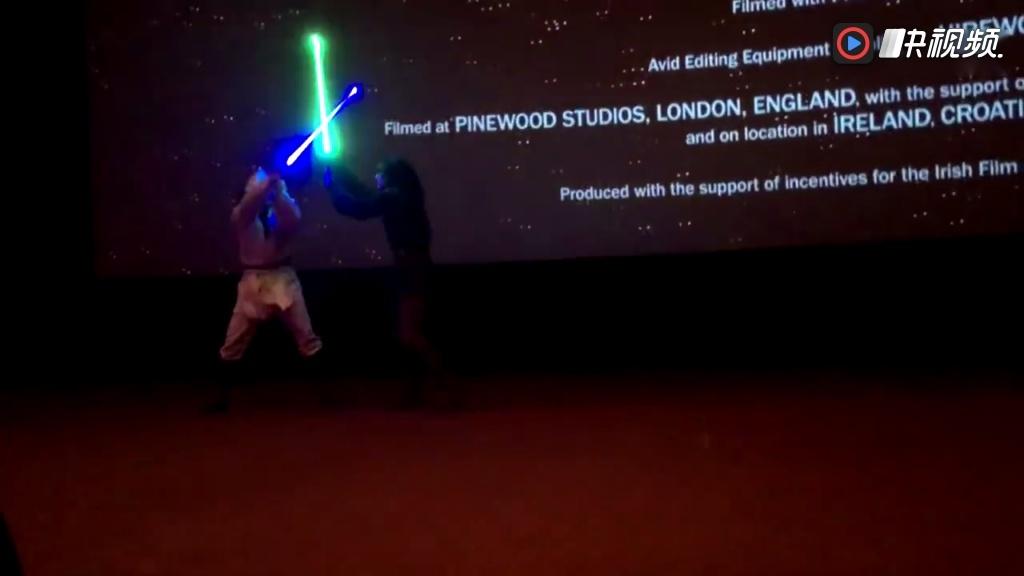 《星球大战8:最后的绝地武士》首映礼光剑表演
