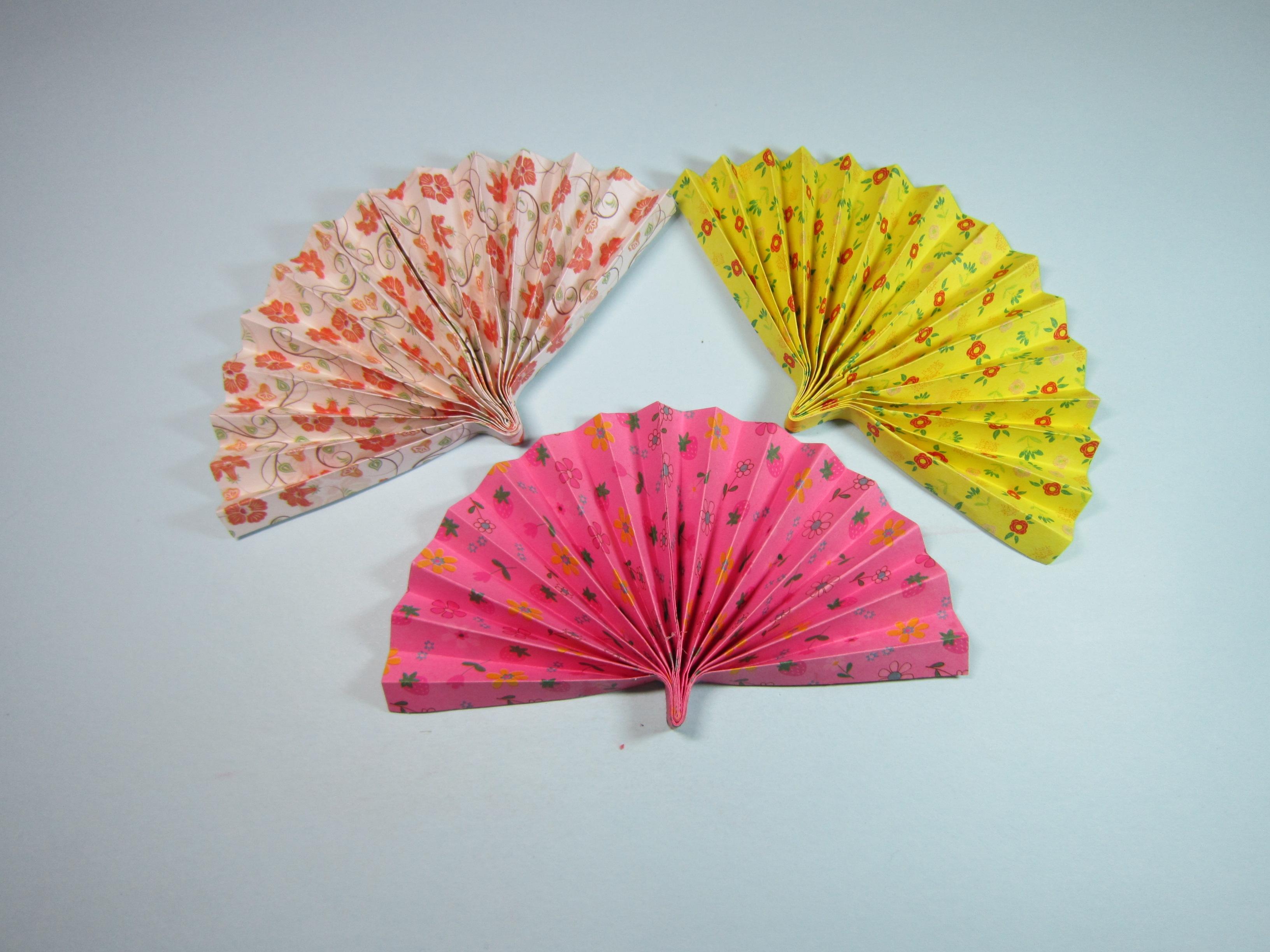 手把手教你折纸扇子,夏日炎炎,3分钟折一把简单又漂亮的纸扇-折纸.