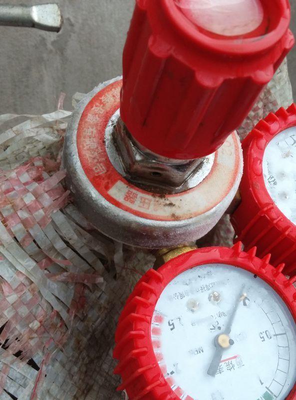 气割丙烷引流教程中,丙烷压力表总是结冰卓越使用过程图片
