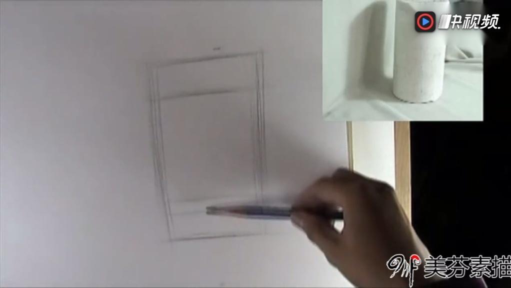 初级素描基础教程_石膏体圆柱体的铺色与深入刻画_素描排线正确握笔