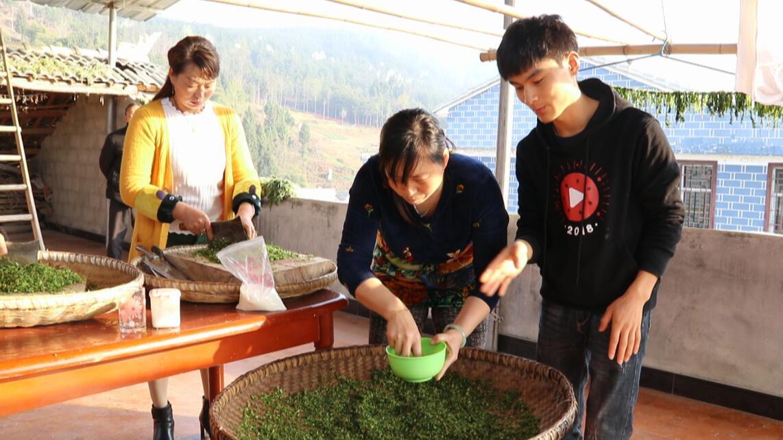 贵州农村大姐,纯手工制作了一道祖传美食,有十多年没见过了