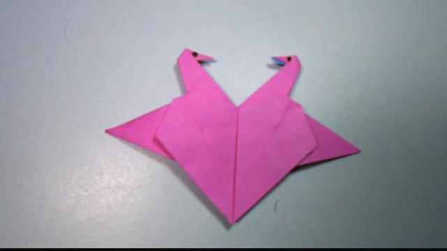 视频:儿童手工折纸爱心千纸鹤,折法比较简单,折一个送给心爱的ta