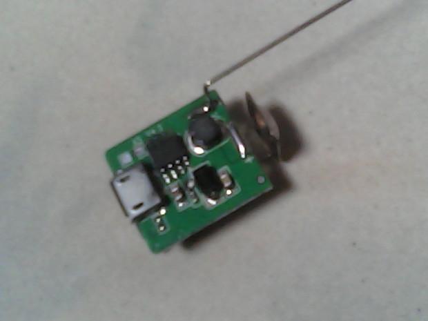 充电宝电子板电路图,最好附带有所需要的电子元件,工作原理等详细点的