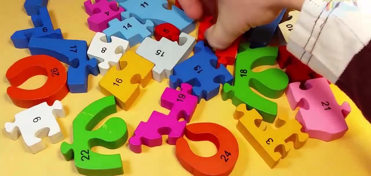 儿童益智玩具早教启蒙 积木拼图长颈鹿火车玩具 教孩子认识.