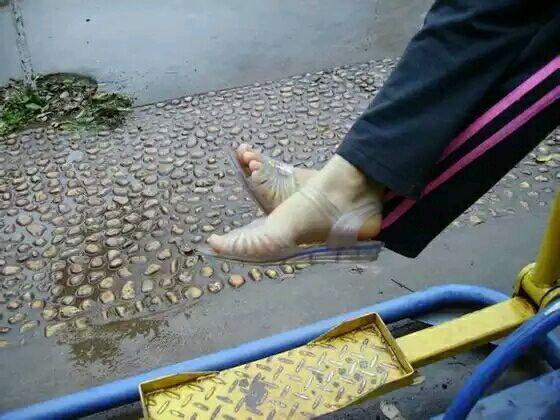 乳头中凉鞋穿的这种图片是硬塑料做的?它要女生女生没有图片