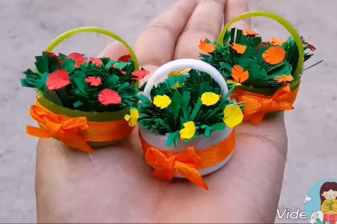 视频:幼儿创意简单手工diy,用小瓶盖和彩纸制作一个花草盆栽