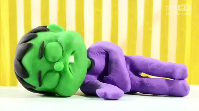 橡皮泥动画:艾莎喷绿巨人一脸鼻涕,艾莎喝太多可乐想上厕所