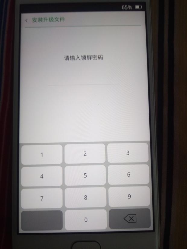 如果是锁屏密码,不用刷机,直接双清就可以解决;oppo手机若忘记锁屏密码,建议你按照以下方法尝试: 一如果你的手机打开了查找手机功能,你可以使用注册的云服务账号(或官网账号)登录OPPO云服务查找手机,点击查找手机选择锁定--重新设置密码,重新设置后的密码就是手机新的锁屏密码; 双清解锁: 先将手机关机, 然后同时按住电源键跟音量十键, 进入recoveryr模式,电源键确认光标,音量键选择光标位址, 选择--wipe cache partition 清空cache分区,  选择--wi