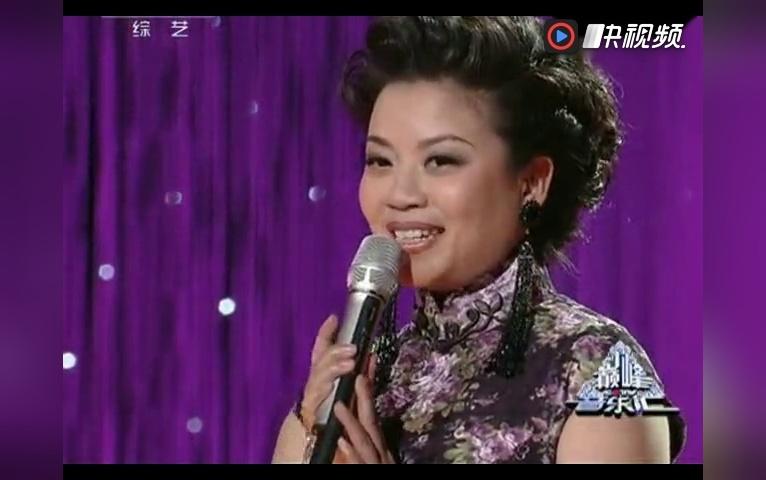 张也演唱电影《小花》主题曲《绒花》声线好美 与原唱不相上下