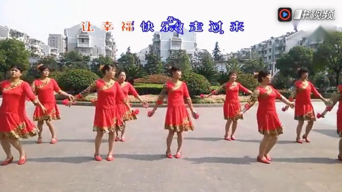 广场舞「今夜舞起来」九人变队形图片