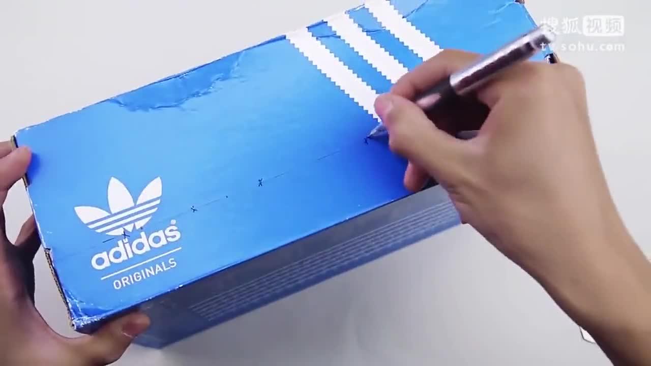 生活小窍门_用鞋盒手工制作简易桌上足球机陪孩子一起玩起来