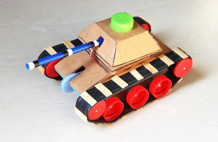 纸盒和瓶盖自制通过性超强的履带坦克 手工diy电动小汽车玩具-创意.