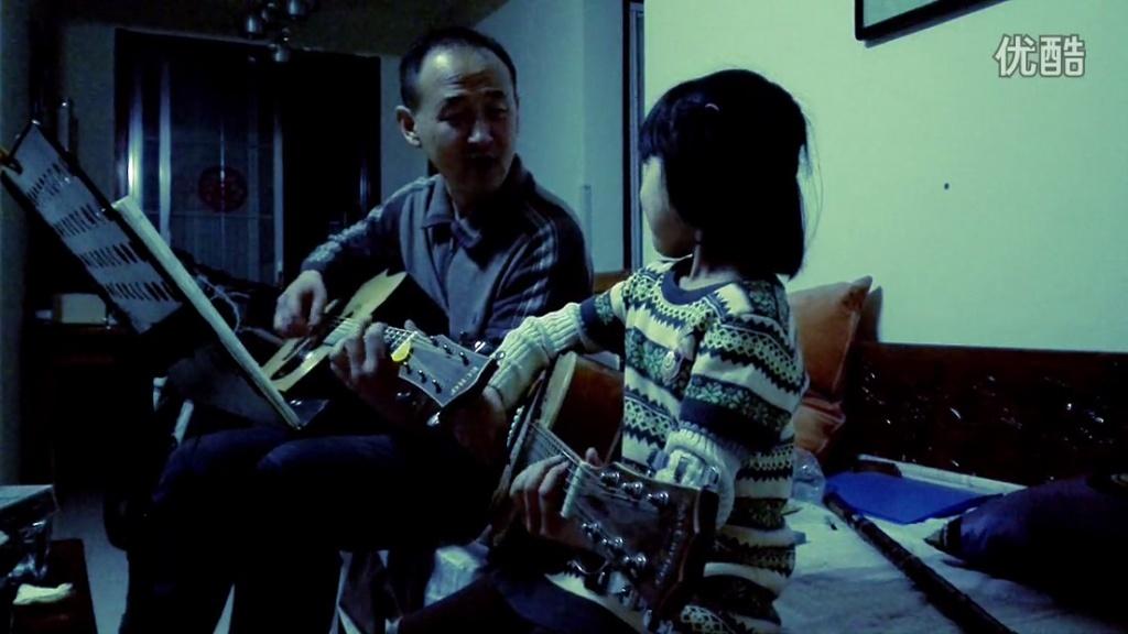 浪漫父女吉他弹唱光阴的故事