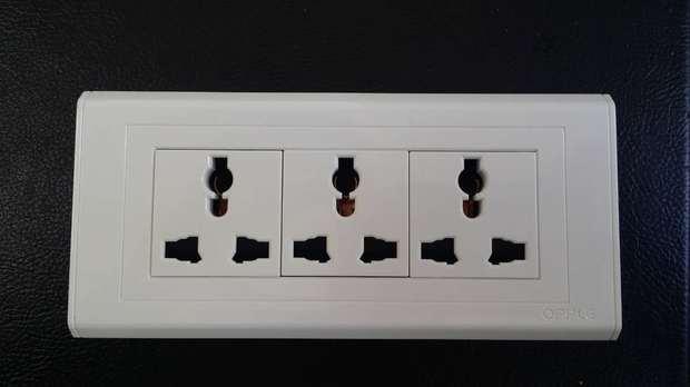 九孔插座接线图