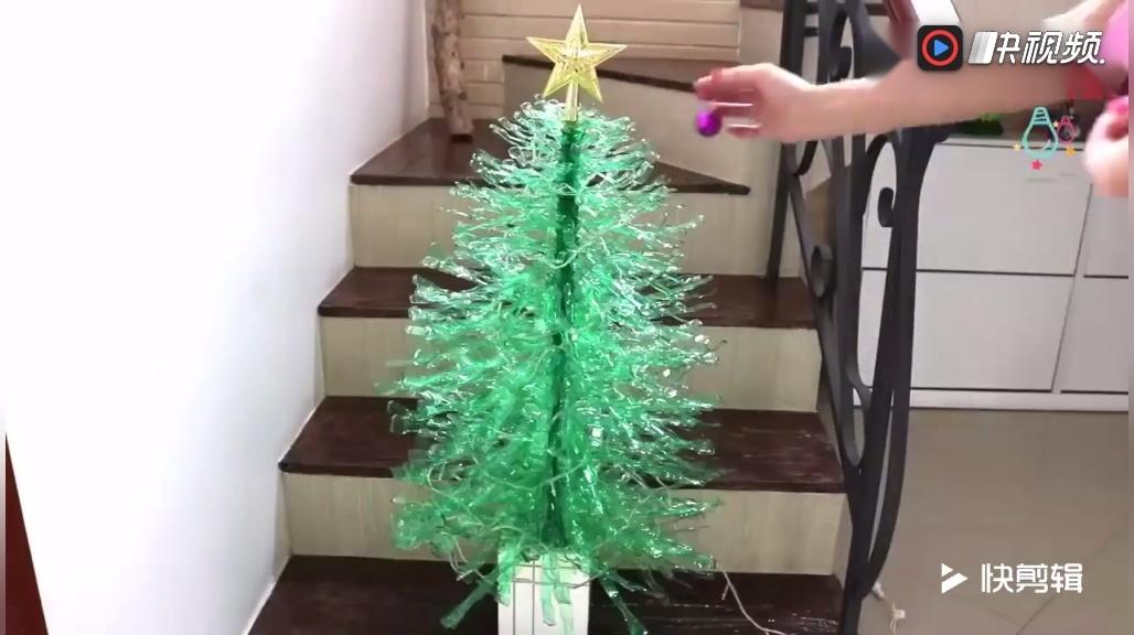 只用了9个雪碧瓶制作的圣诞树,既有创意还又漂亮