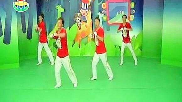 幼儿园舞蹈视频 小班男孩舞蹈 清早听到公鸡叫