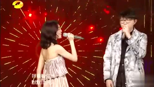 《歌手2018》张韶涵毛不易深情合唱《花房姑娘》,全场欢呼声不断