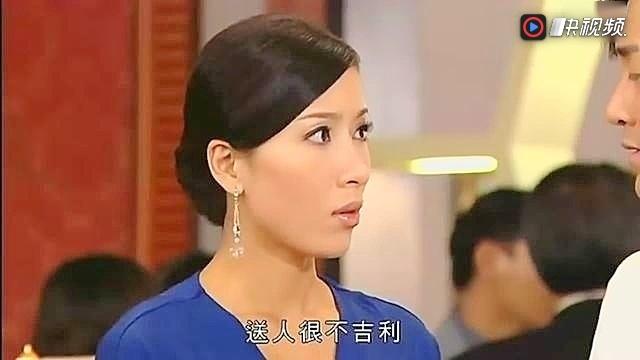谈情说案:杨怡打扮淑女参加林峰亲戚的宴会,中途遇到通缉犯不自禁的图片