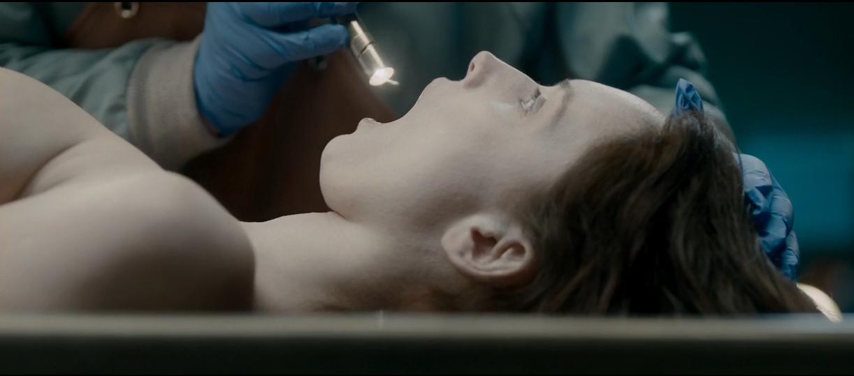 6分钟看完恐怖片《无名女尸》解剖完才知道女尸竟还活着-解说电影-.