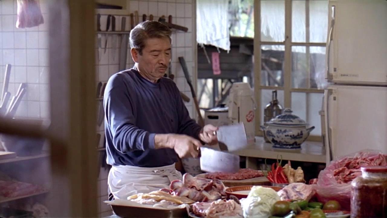 李安《饮食男女》开场做菜的片段,看的人口水直流图片