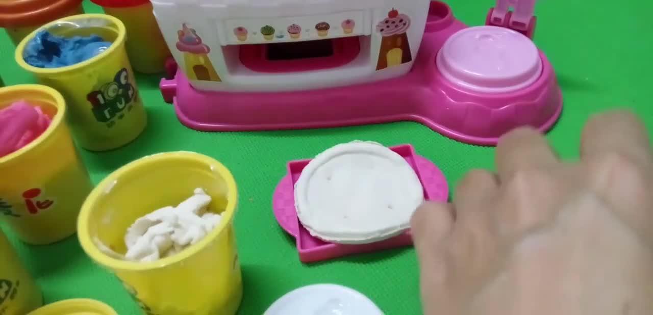 培乐多_彩泥蛋糕玩具_白雪小公主苏菲亚_橡皮泥彩泥玩具_小猪.