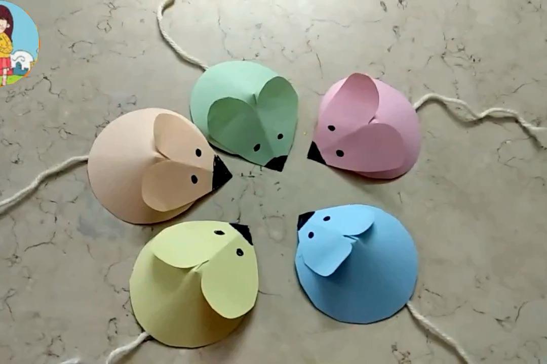 视频:幼儿园超简单手工折纸diy,用彩色卡纸和棉线制作可爱的小老鼠