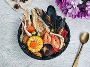 三文鱼头海鲜杂蔬汤#网红美食我来做#