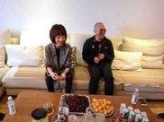李连杰请客吃饭, 别看桌子上的肉普通, 说了价格后鲁豫都放下了筷子!