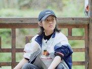 张子枫穿拖地裤搭短上衣,18岁难得时尚,拖地裤搭真显腿长