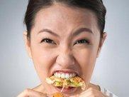 总是暴饮暴食,吃到恶心呕吐为止,小心神经性贪食症