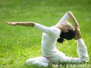40岁以上男性和女性的瑜伽益处