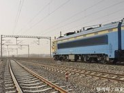 火车轨道经常生锈,为何不改用不锈钢材料?原因让游客表示长知识