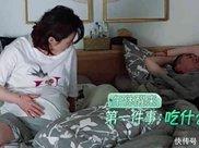 蒋勤勤一家三口睡午觉,谁注意到陈建斌手的位置?网友哈哈大笑