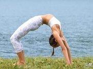 """老师,初学者练瑜伽,该如何防止""""肋骨外翻""""?"""