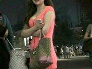 街拍, 穿着包臀裙去跳广场舞瘦身的微胖辣妹! 圆脸可爱很甜美!